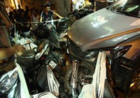 Ôtô mất lái đâm nhiều người bị thương