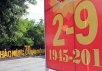 Đường phố rực rỡ cờ hoa mừng ngày 2-9