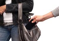 Bắt khẩn cấp trộm 19 tuổi chôm 21 điện thoại