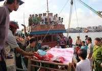 Đau đớn đón thi thể thuyền viên bị bắn ở Trường Sa về đất liền