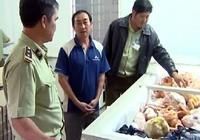 Phát hiện một cơ sở kinh doanh 2,1 tấn thịt thối