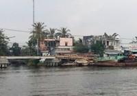 Thị trấn bị 'cô lập' vì làm cầu, đường cấp tập