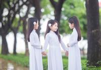Chị em sinh ba diện áo dài trắng