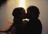 8 điều chàng cần làm để có nụ hôn tuyệt vời