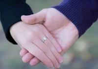 """6 cách để nói """"Anh yêu em"""" mà không cần mở lời"""