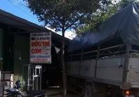 Xe tải trôi tự do, đâm sầm vào quán cơm