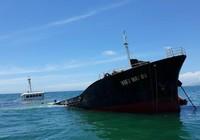 Tàu chìm, 21.000 lít dầu có nguy cơ tràn ra biển