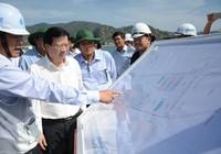 Phó Thủ tướng thị sát nơi đổ bùn cát nạo vét ở Vĩnh Tân