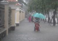 Clip: Ngập lụt nặng nề tại Huế