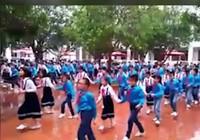 Clip: Độc đáo màn nhảy cha cha cha của 500 HS tiểu học