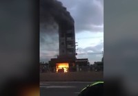 Clip:Cháy khách sạn, nhiều du khách nhảy lầu thoát thân