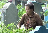 Người đàn bà trông mộ ở nghĩa trang lớn nhất Sài Gòn