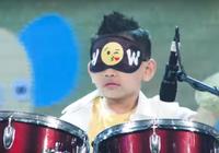Cậu bé 7 tuổi bịt mắt đánh trống gây náo loạn sân khấu