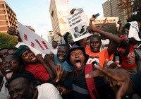 Người Zimbabwe vỡ òa sau khi Tổng thống Mugabe từ chức