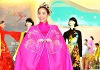 """Phạm Hương, Lan Khuê """"bắt tay"""" làm từ thiện"""
