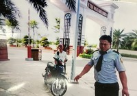 Cử tri đóng vai xe ôm để tìm hiểu sân golf Tân Sơn Nhất