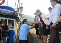 Bốn chuyên gia Nhật cùng ngư dân ra khơi đánh bắt cá ngừ đại dương