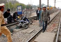 Một hành khách đi tàu chết cạnh đường ray