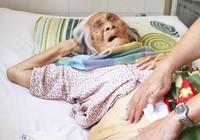 Thay khớp háng cho cụ bà 98 tuổi bị gãy xương đùi