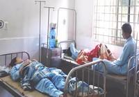 Ăn lòng heo để lâu, 8 người nhập viện