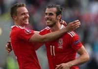 Wales 3-0 Nga: Bale bước vào… đền thiêng