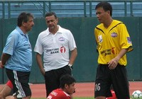 Cựu HLV B. Bình Dương làm 'phó tướng' cho Mourinho tại M.U