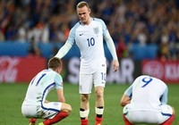 Southgate gửi 'thông điệp cứng' muốn Rooney đá tiền vệ