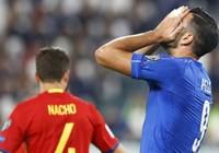 Không bắt tay HLV, tuyển thủ Ý bị 'trảm'