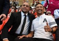 """Singapore tính """"kích cầu"""" bóng đá với Roberto Carlos"""