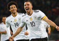 Podolski ghi bàn, tạ ơn và giã từ tuyển Đức