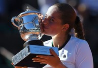 Tay vợt lạ nói gì sau khi vô địch Roland Garros?