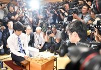 Ván cờ làm rúng động truyền thông Nhật