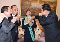 """Thủ tướng Prayut """"hạ KO"""" nhà vô địch WBC"""