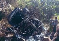 Xe ô tô đâm vào núi phát nổ, 5 người bị thương