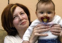 Người mẹ 65 tuổi có 13 con tiếp tục mang thai sinh tư