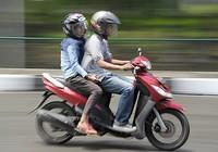 Indonesia cấm nam nữ chưa kết hôn chở nhau trên xe máy