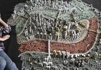 """Thành phố """"xây"""" bằng 50.000 đồng xu"""