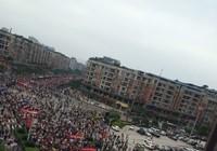 Trung Quốc: Hàng ngàn người biểu tình, tấn công cảnh sát