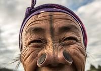 Hình ảnh bộ tộc Ấn Độ bắt phụ nữ phải 'nong mũi' to kỳ lạ