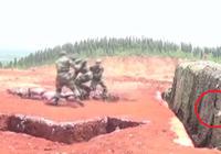 Clip: Lính TQ thực hành ném lựu đạn suýt chết vì tụt tay