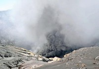 Núi lửa lớn nhất Nhật Bản bất ngờ phun trào