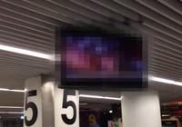 Sân bay chiếu phim khiêu dâm trên màn hình lớn