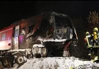 Tàu hỏa Đức đâm nát xe tải quân sự Mỹ