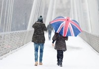 Nước Anh căng mình đón chờ siêu bão