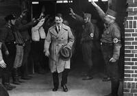Trùm phát xít Hitler uống bia thoải mái trong tù?