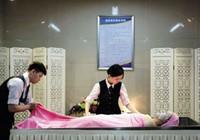 Dịch vụ làm đẹp, massage cho người chết 'gây sốt'