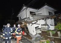 Video: Động đất dữ dội làm rung chuyển thành phố Nhật Bản
