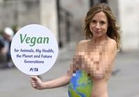 Chụp ảnh khỏa thân, nữ MC đài BBC bị sa thải