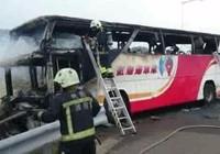 Đài Loan: Tài xế tự thiêu, 26 người chết trong xe