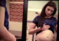 Cô gái trẻ gây sốc, tự nhận 'mang thai Chúa Jesus'